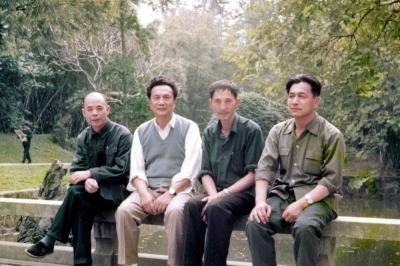 在廣州友誼賓館的呂劍、蔡其矯、周良沛、胡昭